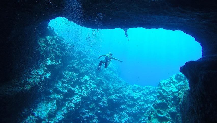 Mariner's Cave, Tonga (2015)