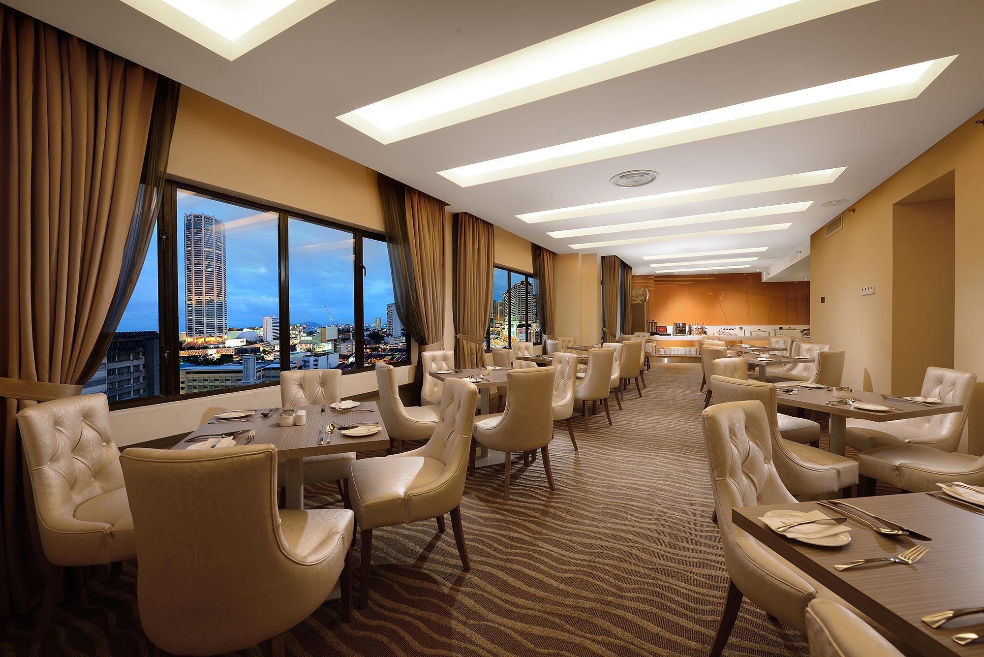 Club-lounge-Dining-Area